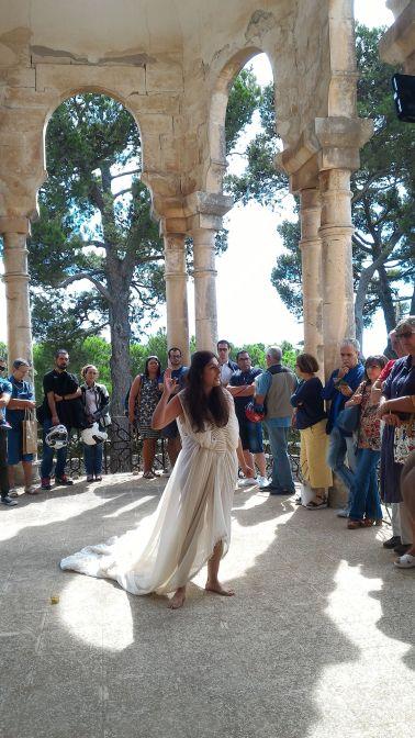 Vanessa Caponio performer — con Vanessa Caponio presso Selva Di Fasano, Puglia, Italy.